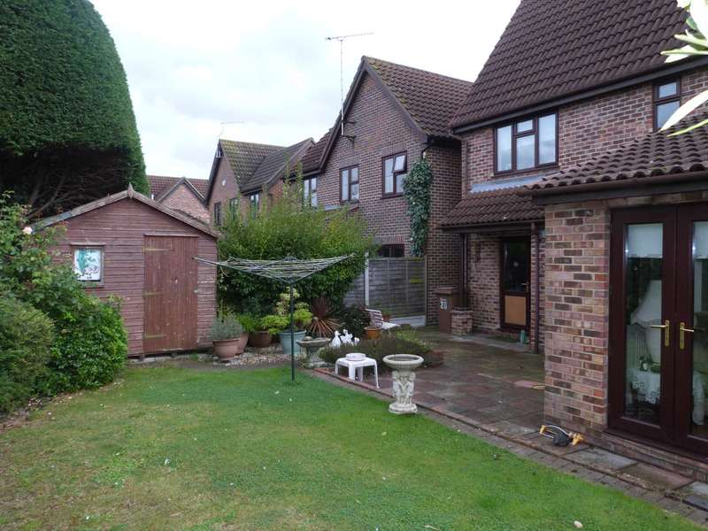 5 Bedrooms Detached House for sale in Estella Mead, Chelmsford
