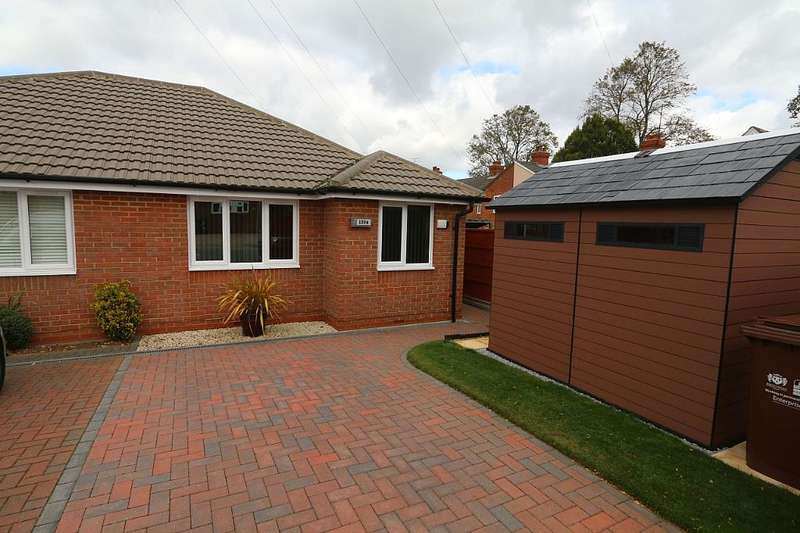 2 Bedrooms Semi Detached Bungalow for sale in Broadway East, Northampton, Northamptonshire, NN3 2PR