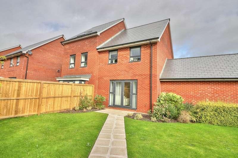 3 Bedrooms Semi Detached House for sale in Montrose Street, Rochdale, Lancashire, OL11