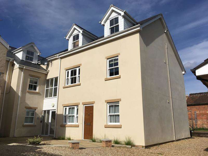 2 Bedrooms Flat for sale in Oak Court, 108A Cheddon Road, Taunton, Somerset