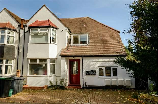 3 Bedrooms Flat for sale in 2 Creighton Avenue, London