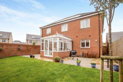 5 Bedrooms Detached House for sale in Oak Leaf Drive, Bamber Bridge, Preston, Lancashire