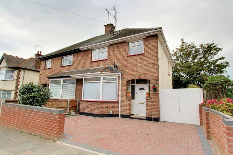 4 Bedrooms Semi Detached House for sale in Gainsborough Drive, Westcliff On Sea