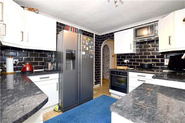 3 Bedrooms Detached Bungalow for sale in Tylers Way, Chalford Hill, Gloucestershire, GL6 8ND