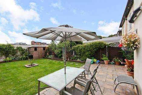 3 Bedrooms Terraced House for sale in Chapel House Street, London E14
