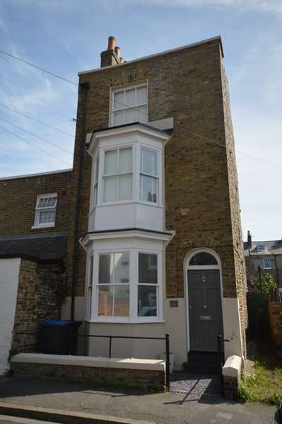 4 Bedrooms Semi Detached House for sale in Priory Road, Ramsgate, Kent, CT11