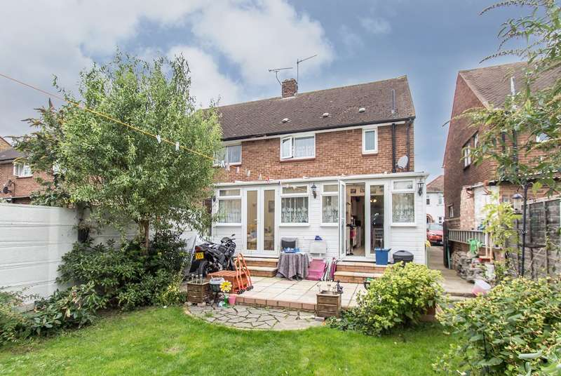 3 Bedrooms Semi Detached House for sale in Richmond Drive, Westcliff-on-Sea, SS0