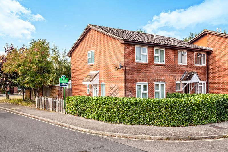 3 Bedrooms Property for sale in St. Andrews Close, Paddock Wood, Tonbridge, TN12