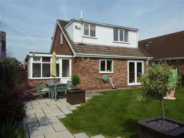 3 Bedrooms Detached House for sale in WORSLEY CLOSE, HOLTON LE CLAY, GRIMSBY
