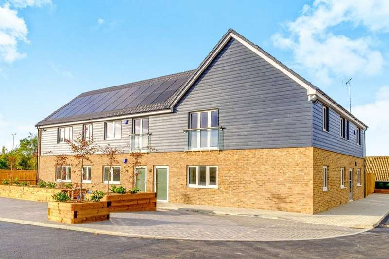 3 Bedrooms Flat for sale in Maidstone Road, Blue Bell Hill, Chatham, ME5