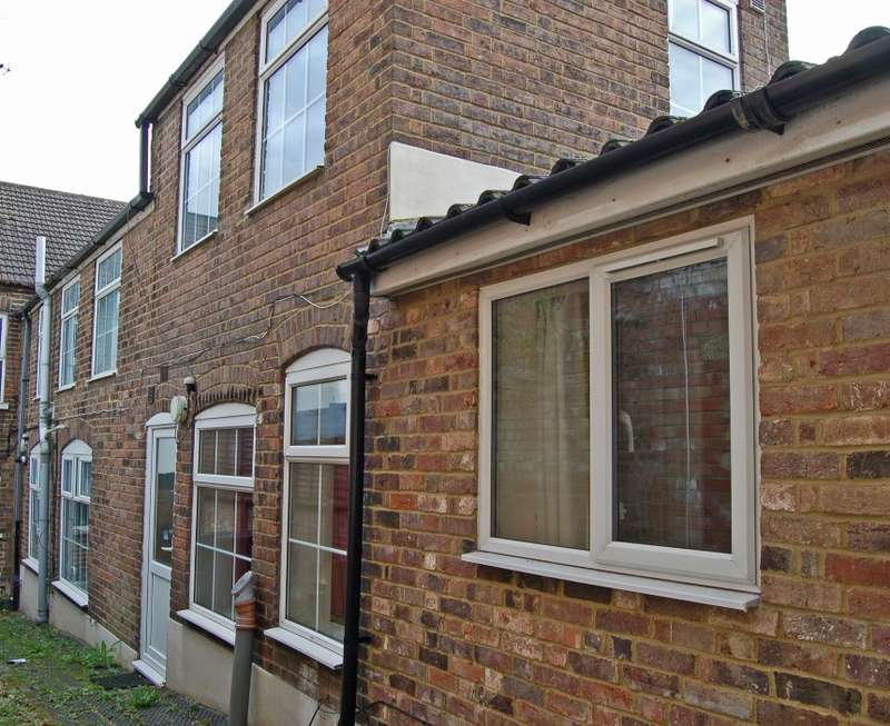 4 Bedrooms Terraced House for sale in A & B, Stanley Street, Luton, Bedfordshire, LU1 5AN