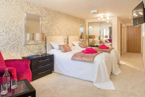 2 Bedrooms Retirement Property for sale in St. Margarets Way, Midhurst, .
