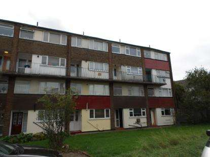 2 Bedrooms Flat for sale in Lopen Road, Edmonton, London