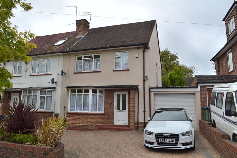 3 Bedrooms Semi Detached House for sale in Codicote Drive, Garston Watford
