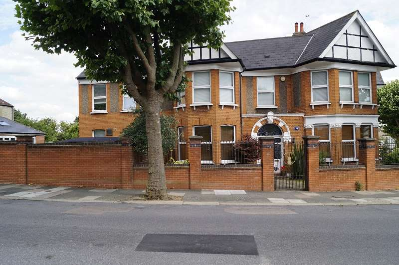 4 Bedrooms Semi Detached House for sale in Conway Road, Southgate, London. N14
