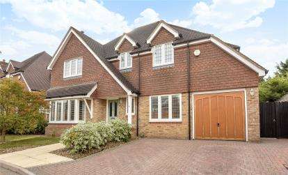 5 Bedrooms Detached House for sale in Wellhurst Close, Green Street Green