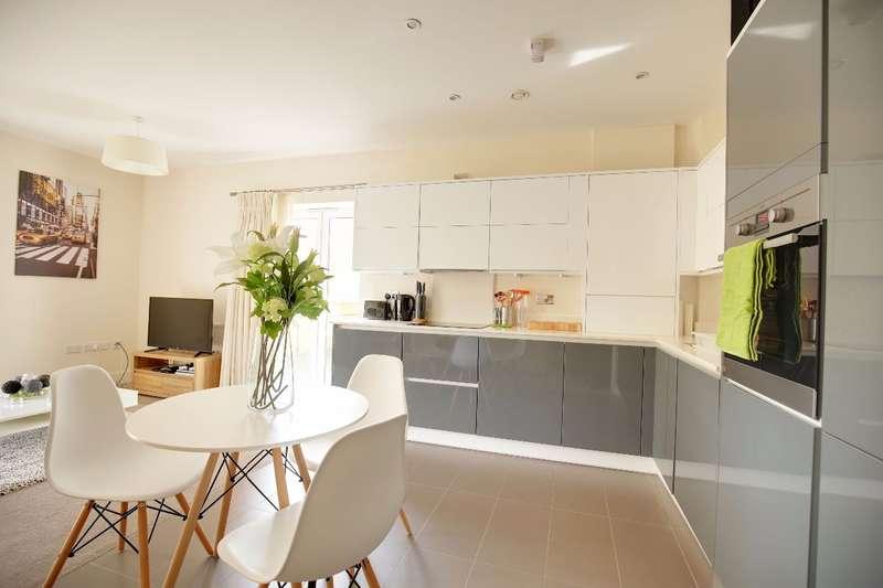 2 Bedrooms Flat for sale in Needham Court, Teddington