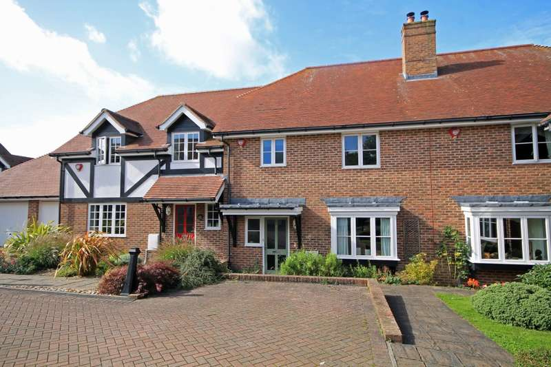 3 Bedrooms House for sale in Luggs Close, Billingshurst, RH14