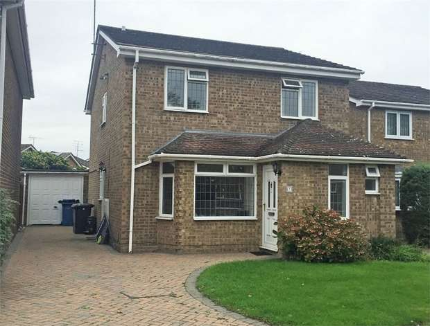 4 Bedrooms Detached House for sale in Aspin Way, Blackwater, Camberley, Hampshire