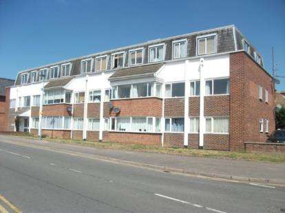 2 Bedrooms Flat for sale in Dukes Court, Kings Road, Flitwick, Bedfordshire