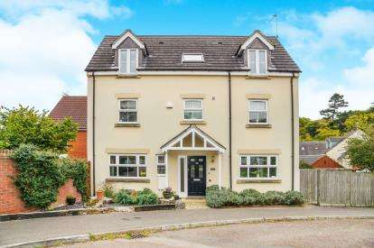 5 Bedrooms Detached House for sale in Yellow Hundred Close, Dursley, Gloucestershire