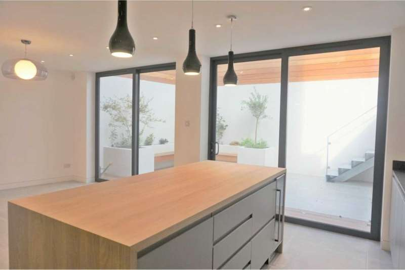 3 Bedrooms House for sale in Glenarm Road, London