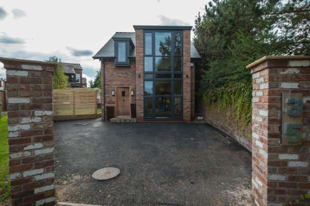 3 Bedrooms Detached House for sale in Meadows Road, Sale