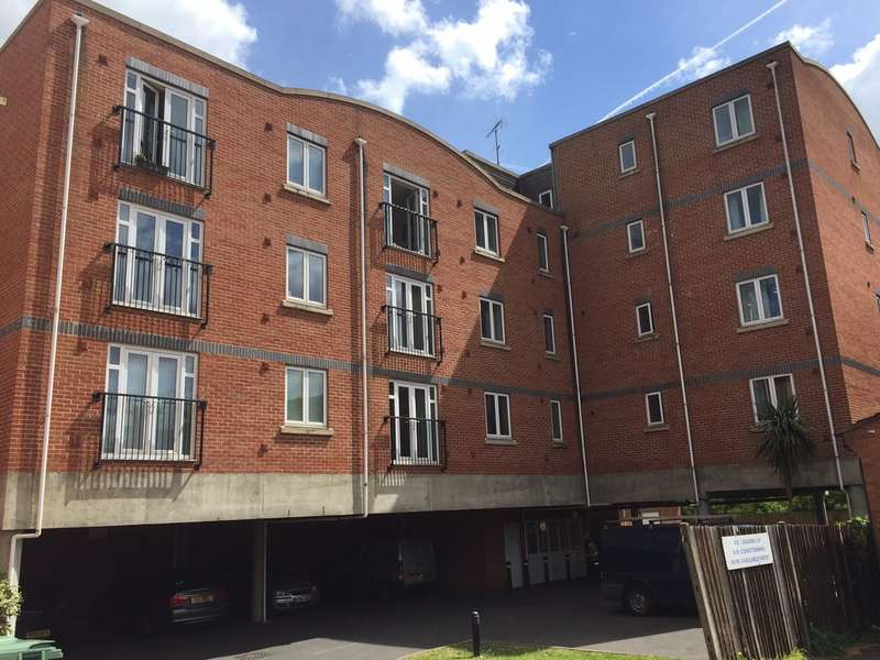 2 Bedrooms Flat for sale in Delta Court, Grenfell Road, Maidenhead SL6