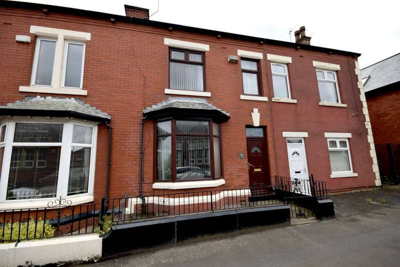 3 Bedrooms Terraced House for sale in Manchester Road, Castleton OL11