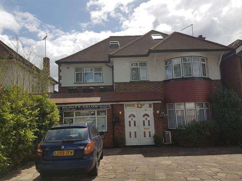 8 Bedrooms Detached House for sale in Whitchurch Lane, Canons Park, Middlesex, HA8