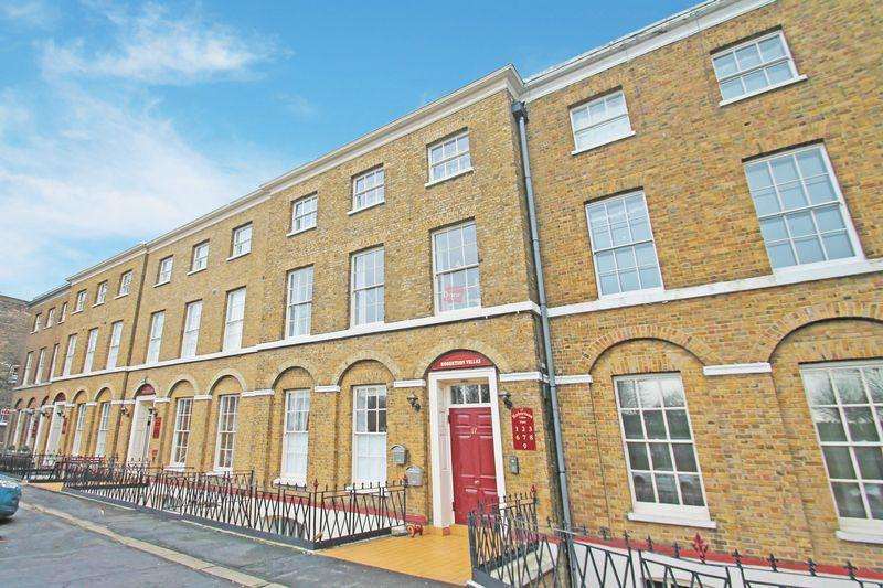 2 Bedrooms Apartment Flat for sale in New Road, Rochester