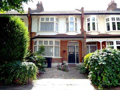 3 Bedrooms Terraced House for sale in Oakfield Road, Southgate, London, .