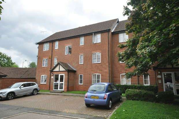 2 Bedrooms Flat for sale in Admirals Court, Reading