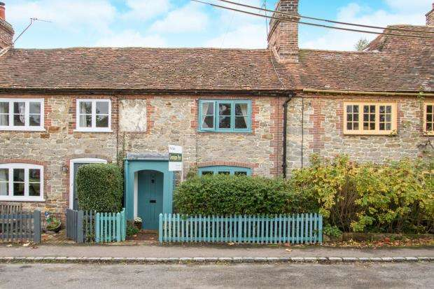 2 Bedrooms Terraced House for sale in Tillington, Petworth, West Sussex