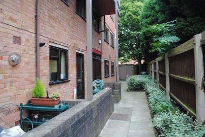 2 Bedrooms Maisonette Flat for sale in Langdale Court, Moor Lane, Tamworth, Staffordshire