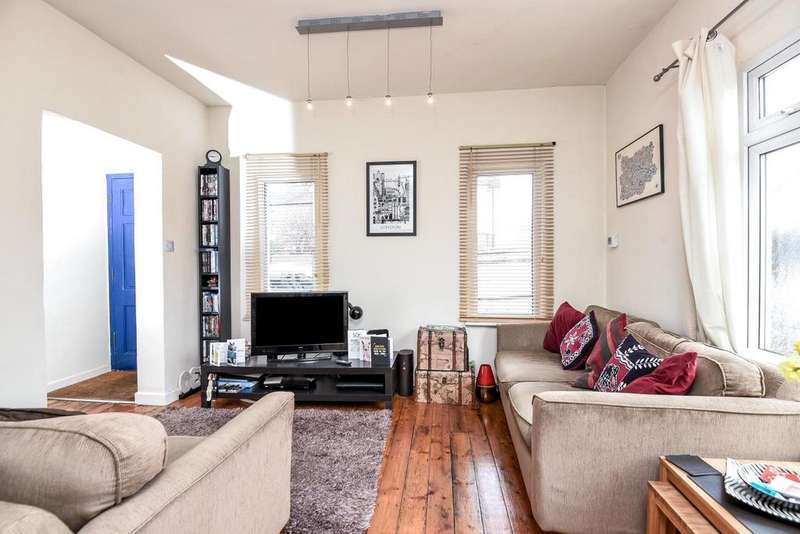 2 Bedrooms Flat for sale in Moring Road, Tooting