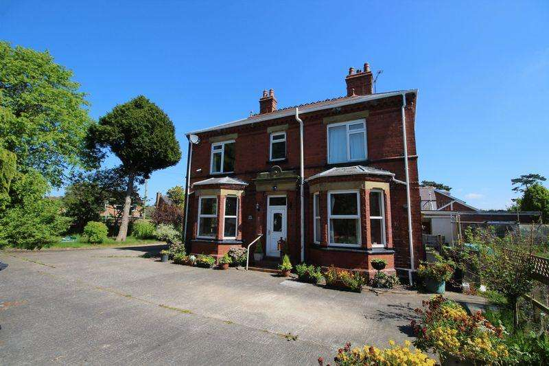 5 Bedrooms House for sale in Holt Road, Wrexham