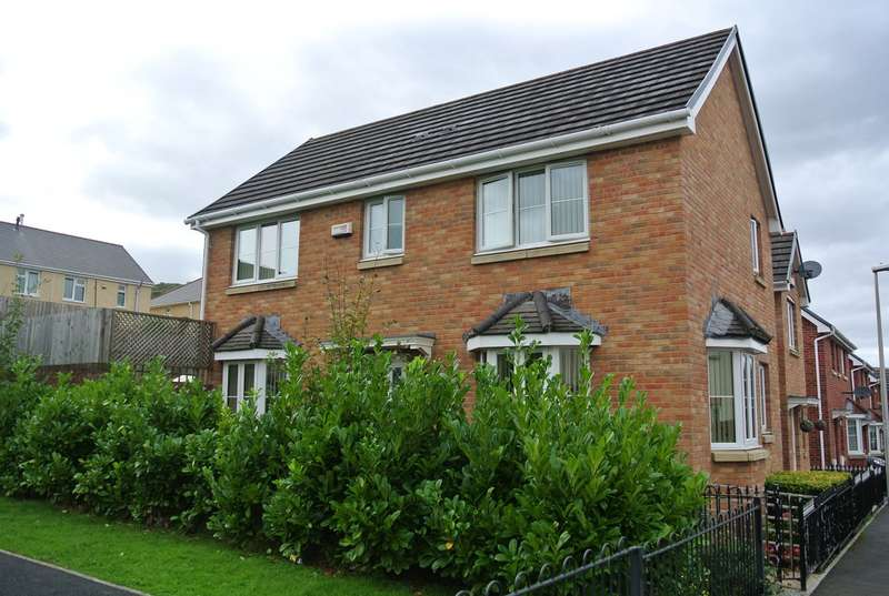 3 Bedrooms Semi Detached House for sale in Hanbury Grove, Pontypool, NP4