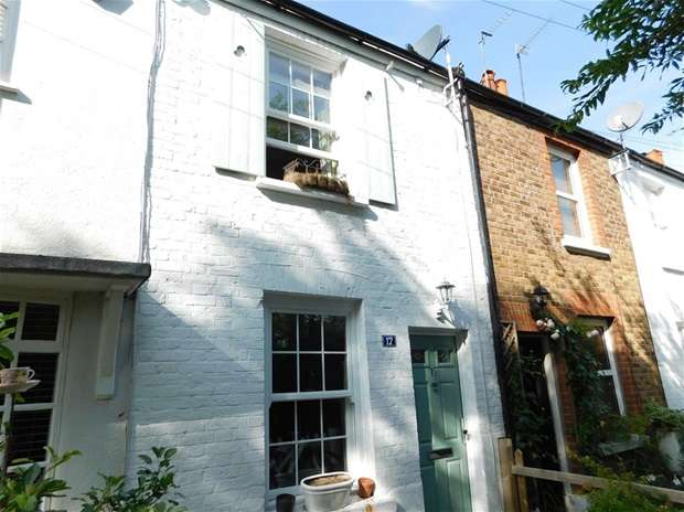 2 Bedrooms Terraced House for sale in Howard Street, Thames Ditton
