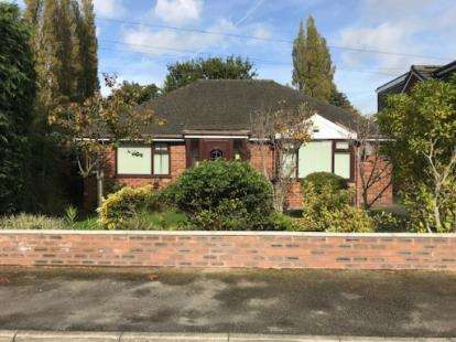 3 Bedrooms Bungalow for sale in Heathmoor Avenue, Lowton, Warrington, Greater Manchester