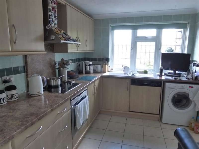 3 Bedrooms Terraced House for sale in Thatchers Close, Loughton, Essex
