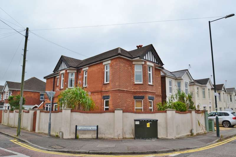 2 Bedrooms Flat for sale in Charminster