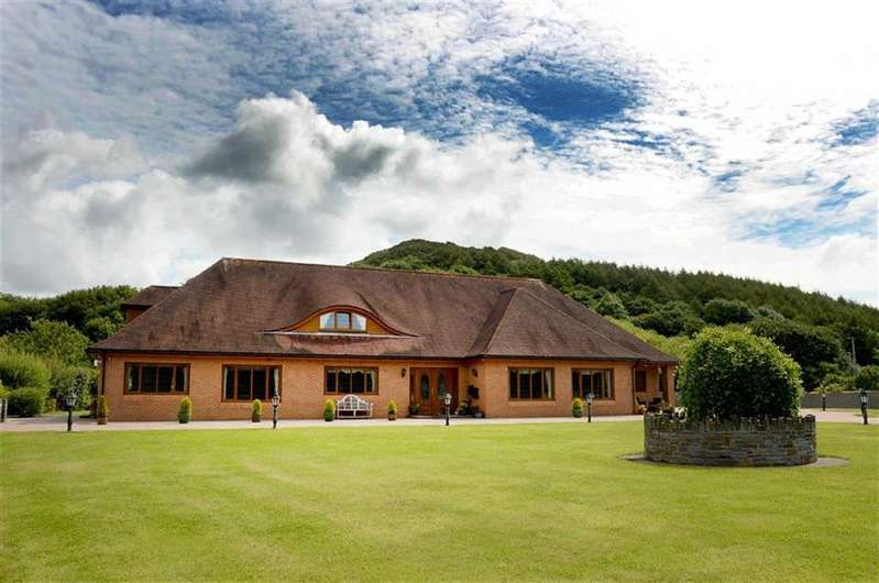 5 Bedrooms Detached Bungalow for sale in Lando Road, Pembrey, Carmarthen