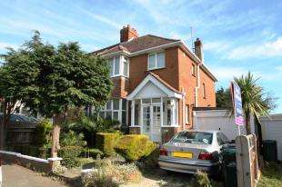 3 Bedrooms Semi Detached House for sale in Orchard Avenue, Hove, East Sussex