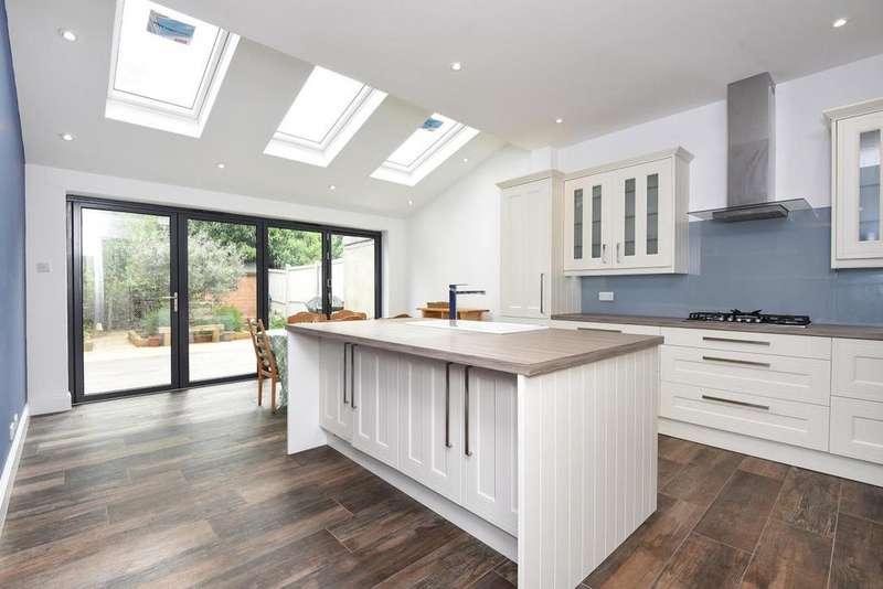 3 Bedrooms Terraced House for sale in Kenlor Road, Tooting
