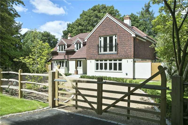 5 Bedrooms Detached House for sale in The Fairway, Godalming, Surrey, GU7