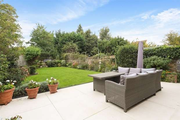 7 Bedrooms Semi Detached House for sale in Avenue Gardens, London