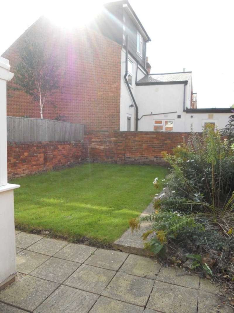 6 Bedrooms Terraced House for rent in Addington Road, Reading