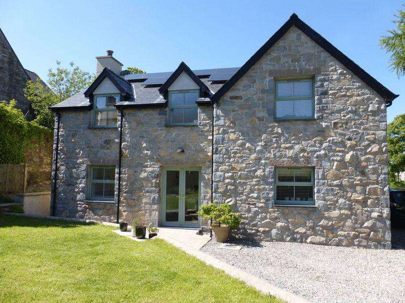 3 Bedrooms Detached House for sale in Llanllyfni