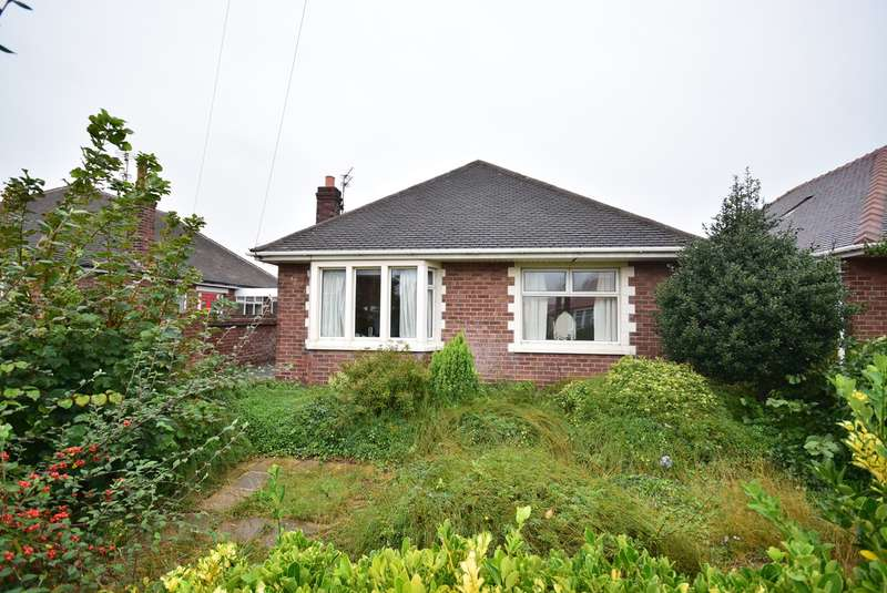 2 Bedrooms Detached Bungalow for sale in Sandhurst Avenue, Lytham St Annes, FY8